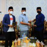 Bumikan Al-Qur'an di Wajo, Amran Mahmud Terima Bantuan 800 Mushaf dari Para Dermawan